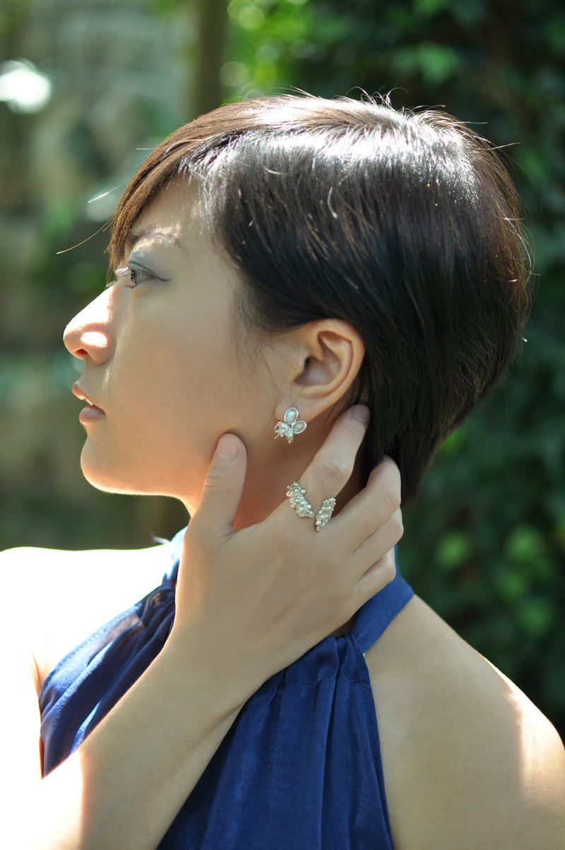 蛋白石昆蟲耳環 / Opal insect earrings