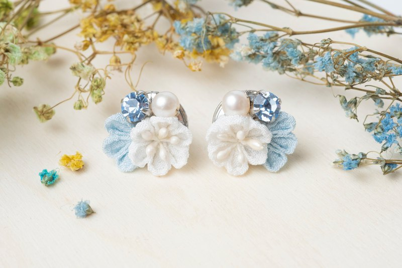 [Little Bell] つまみ 工 / Freshwater Pearl Crystal and Wind Cloth Earrings (Light Blue)