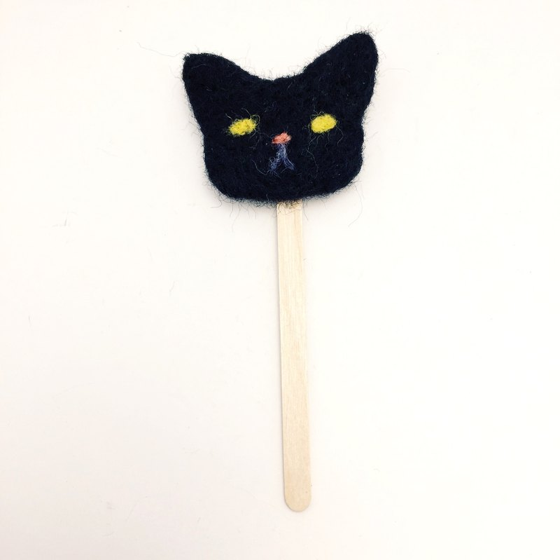 Woolfelting Cat's Face Bookmark。Quiet Dark