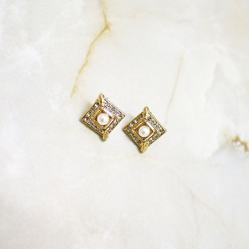 Paris Classical Elegant Square Pearl Earrings