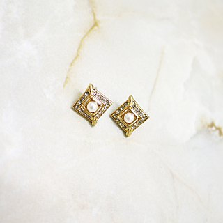 Paris classical elegant square earrings (white pearl)