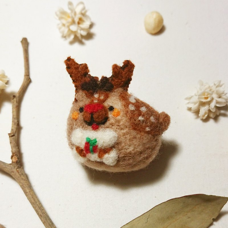 Wool felt Christmas fawn brooch pin (with card)