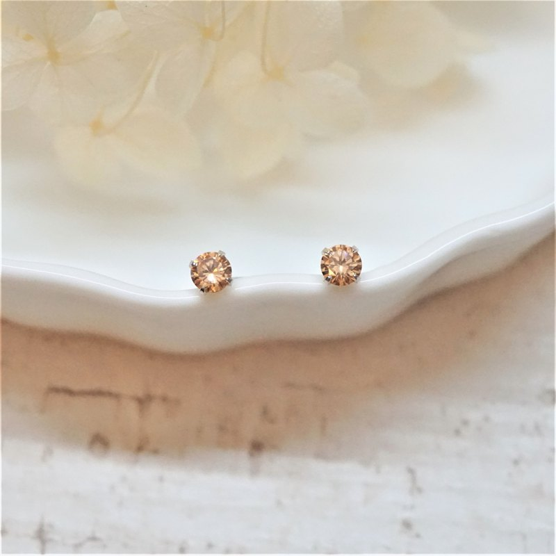 << modo zirconia earrings - 4mm champagne >> 925 sterling silver ear pins / pair (with 925 silver earrings)
