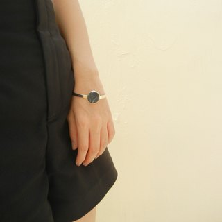 *Coucoubird*black blooming white bracelet