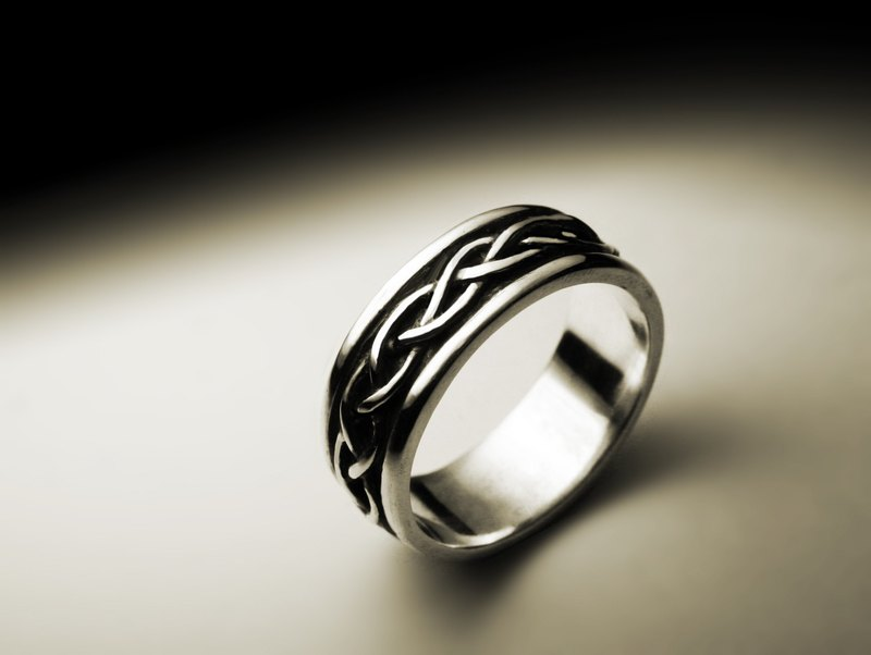 Recessed braided silver ring