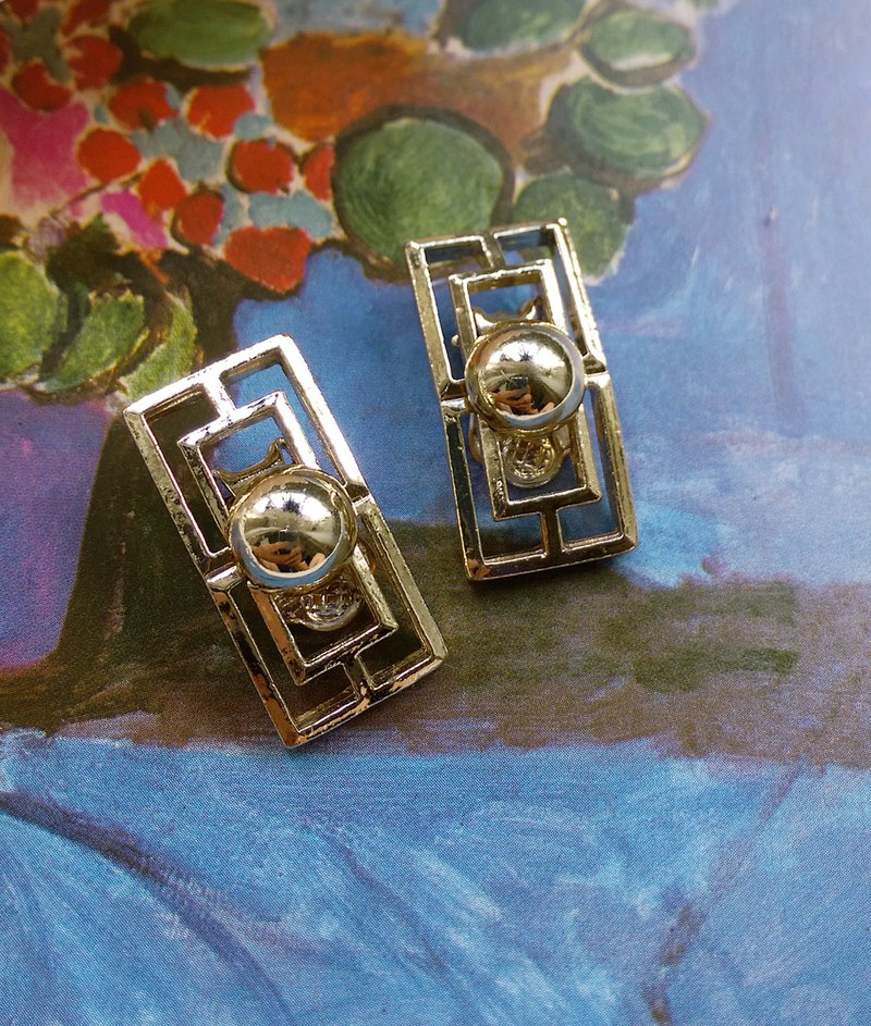 [Western antique jewelry / old age] neutral fallen modern clip-on earrings