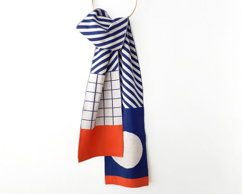 Wool scarf for him or her made of pure merino wool with super trendy design.