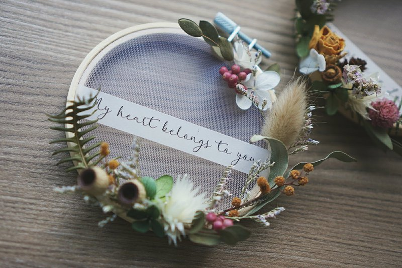 Chinese Valentine's Day Valentine's Day_Love's Word Embroidered Frame Small Wreath (Funny Half Moon Type)