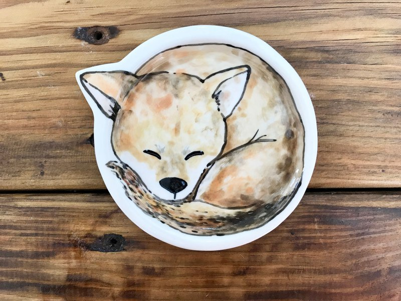 Dog group underglaze painted hand-knotted style plate