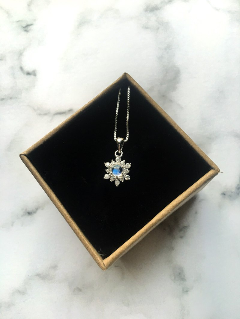Moonstone 925 sterling silver zircon snowflake necklace