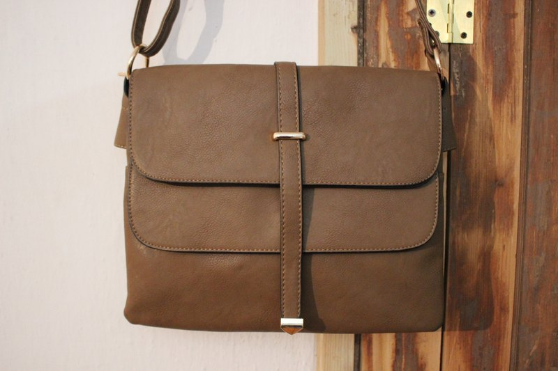 B137 light brown square backpack