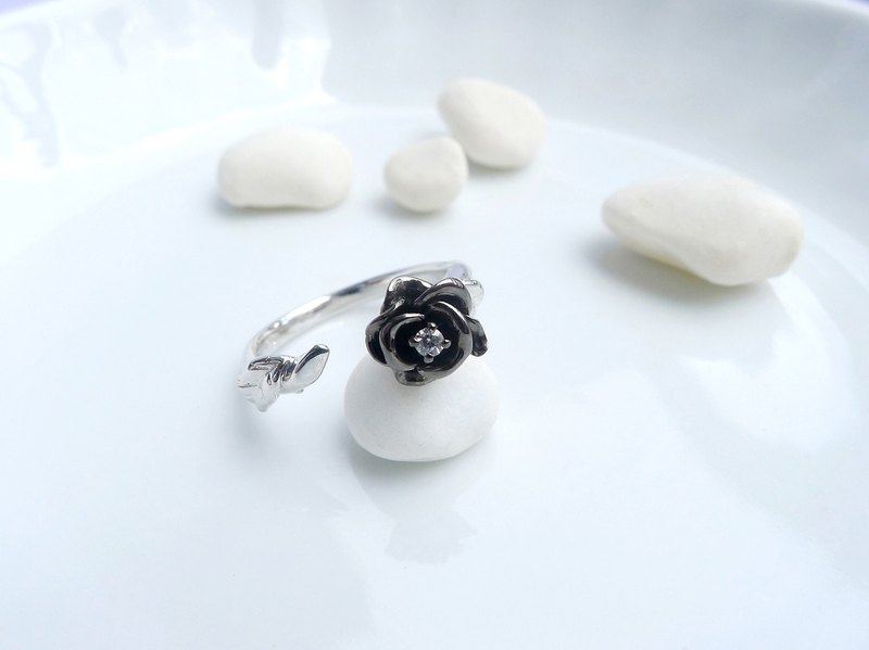 HK195~ 925 SILVER ROSE RING (black rhodium 925 silver) (with white crystal)