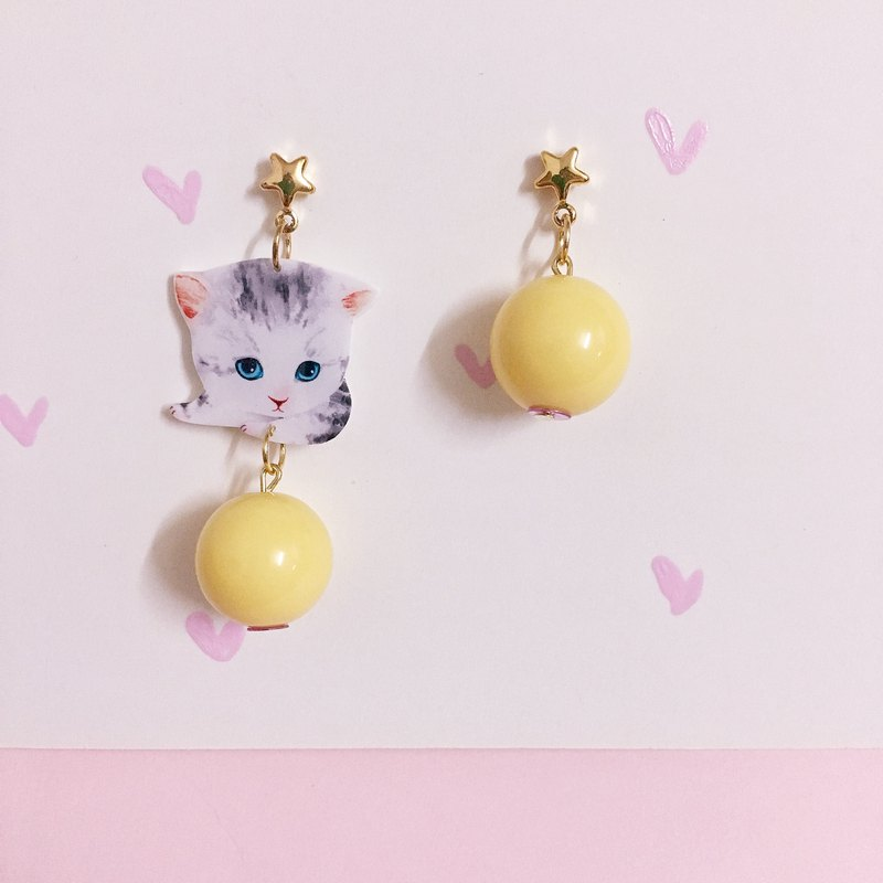 Pair of small milk cat earrings
