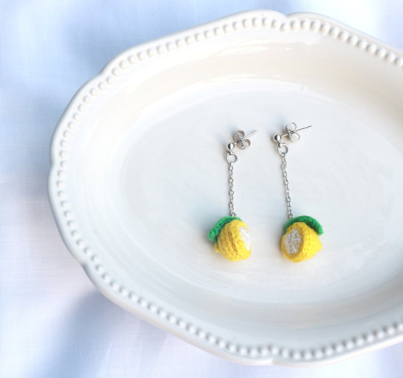 Crocheted lemon with leaf earrings
