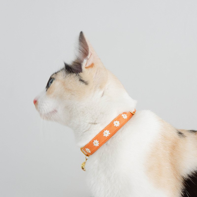 : MINI DAISIES : Orange - Handmade embroidered flower breakaway cat collar