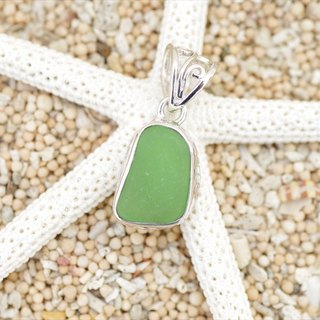 A gift from the sea! Silver Pendant of Green Sea Glass