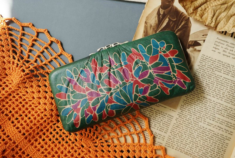 Japanese treasure hunt antique bag-Showa era vintage floral emerald long clip gold clutch