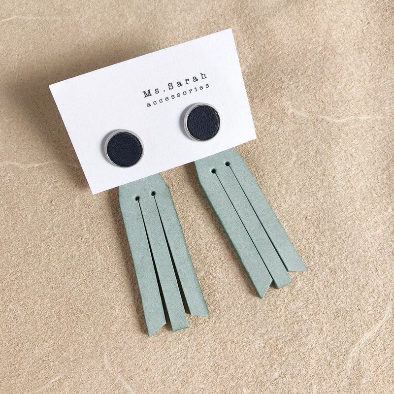 Leather earrings_ Round frame No. 8 works #10_Fringed models_Dark blue with mint green (can be changed)