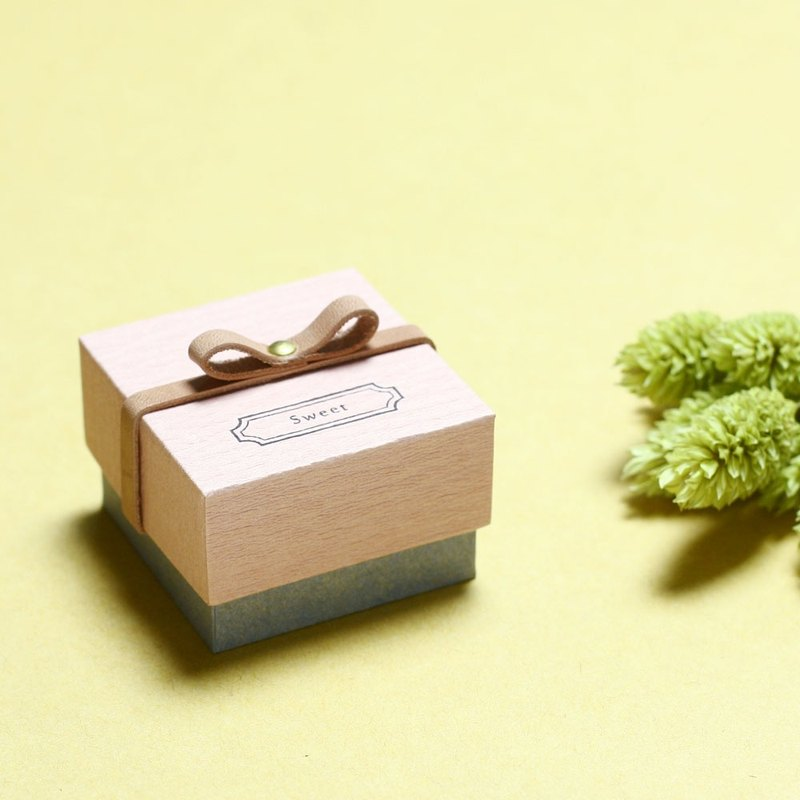 Sweet // Sakura pink) Giftbox Leather ribbon Small box to convey feelings