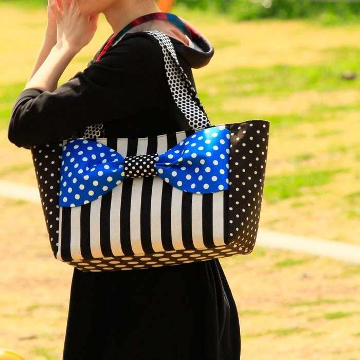 ribbon tote bag Love Comedy L size Blue dots stripes borders