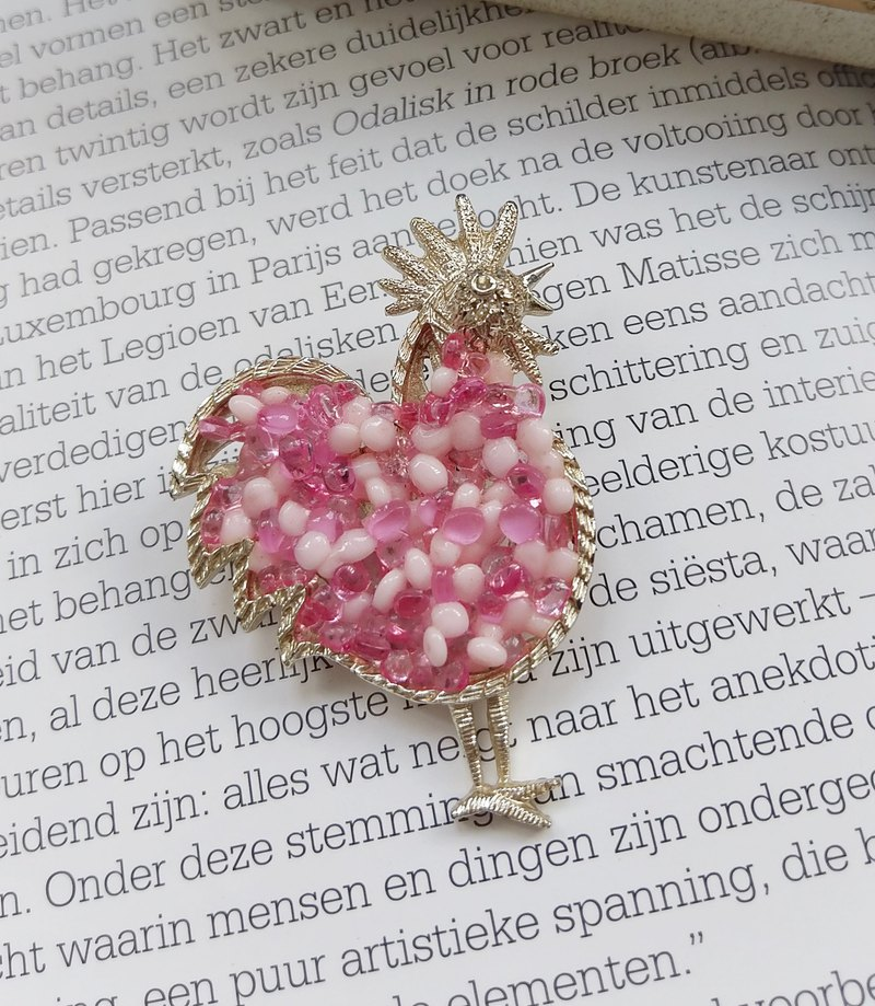 [Western antique jewelry / old age] love pink dress cockerel pin