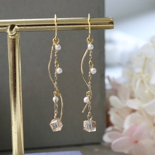 Japanese handmade jewelry - pearl hanging earrings - transparent