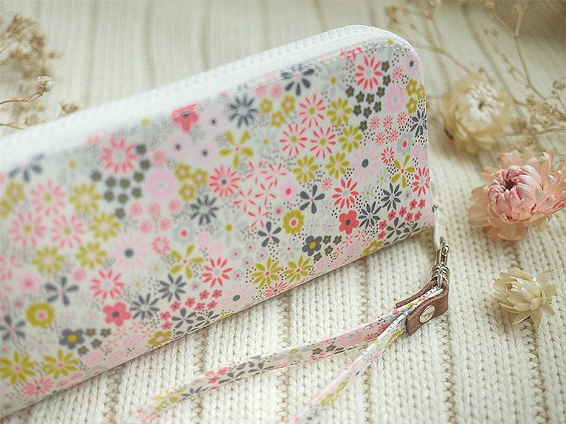 Olive's exclusive order - flower language. Waterproof key case