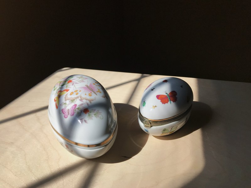 Early Japanese / egg shaped jewelry box