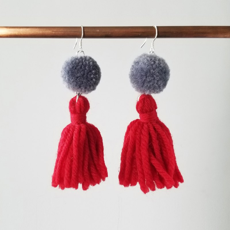 Pom pom and fringe (grey/red) earring