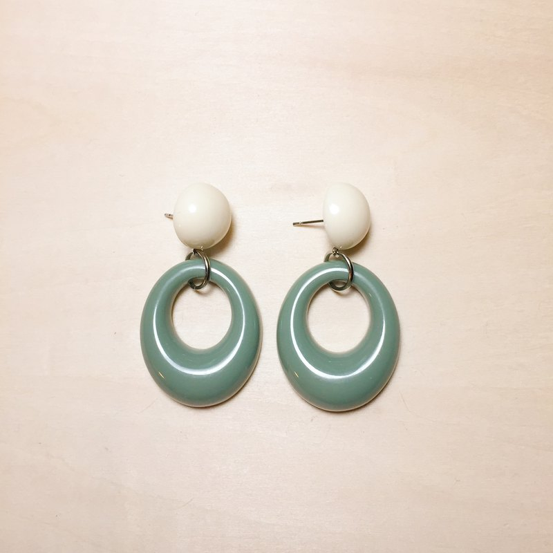 Retro Contrast Green White Oval Hoop Earrings