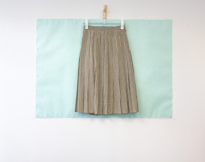 ... {Acorn girls :: vintage half skirts Brown white Houndstones hundred knee knee half skirt