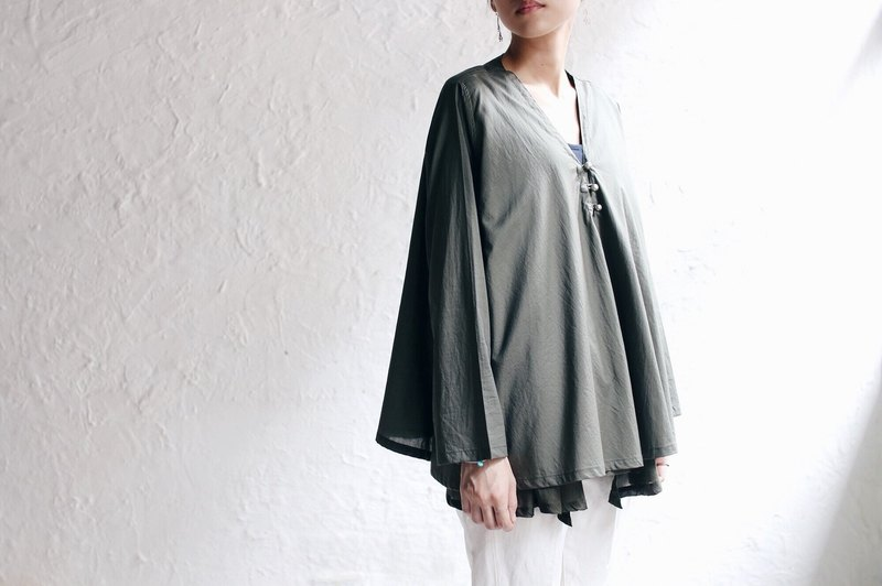 OMAKE Original double layer silver bead buckle light and thin silk blouse _ light gray green