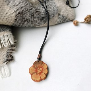 Chrysanthemum rattan wood necklace