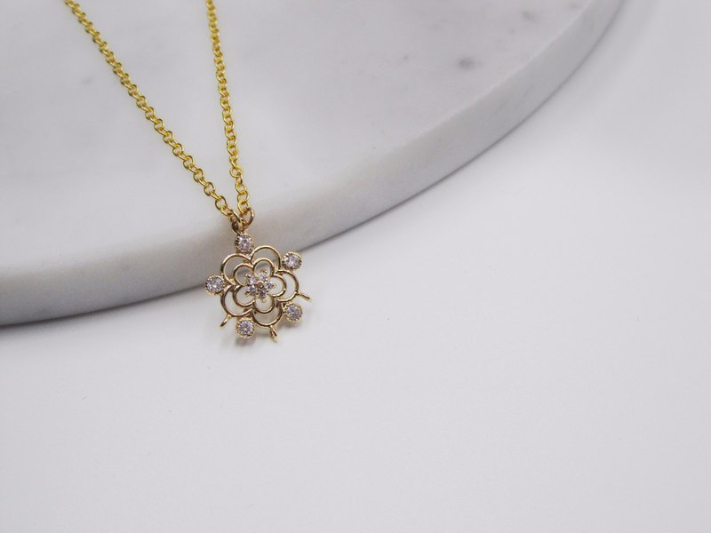 Cubic Star in Flower Brass Necklace