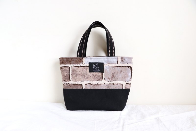 Lightweight tote bag in retro style