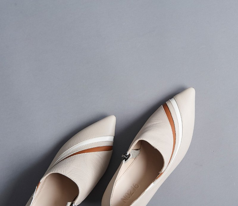 Color matching pointed low heel shoes apricot