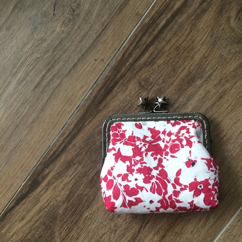 Liberty printed cloth. Extravagant red card bag / coin purse from the stars
