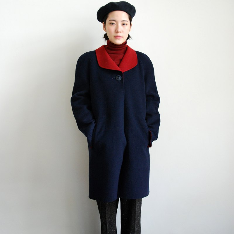 Pumpkin Vintage. Ancient red collar coat