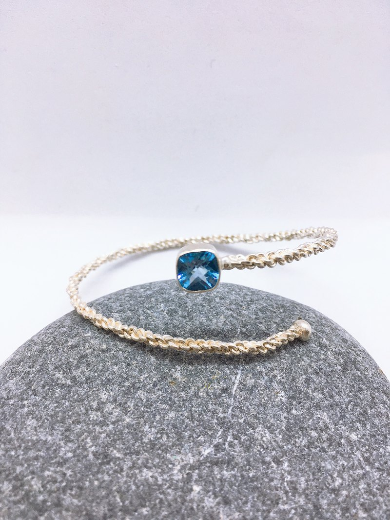 Topaz Bracelet in Simple design Handmade in Nepal 92.5% Silver