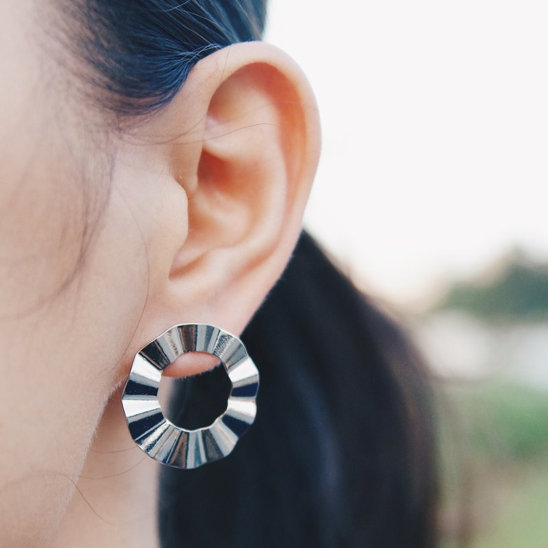 Corrugated large ring - Silver earrings earrings (pair) [changeable ear clips]