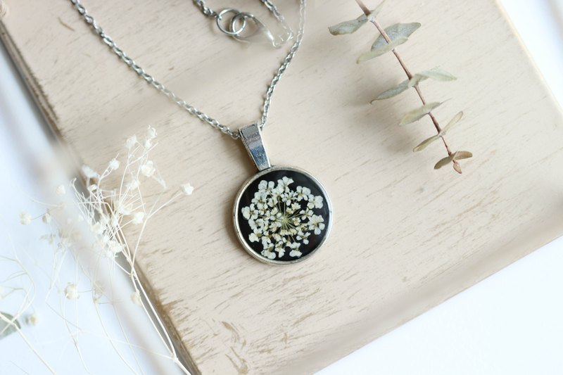 Ammi majus (Green, BG-Black) – Necklace 20 mm.