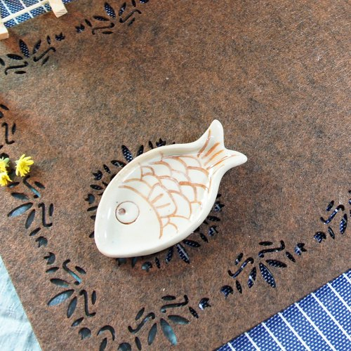 Small fish sauce dishes plate