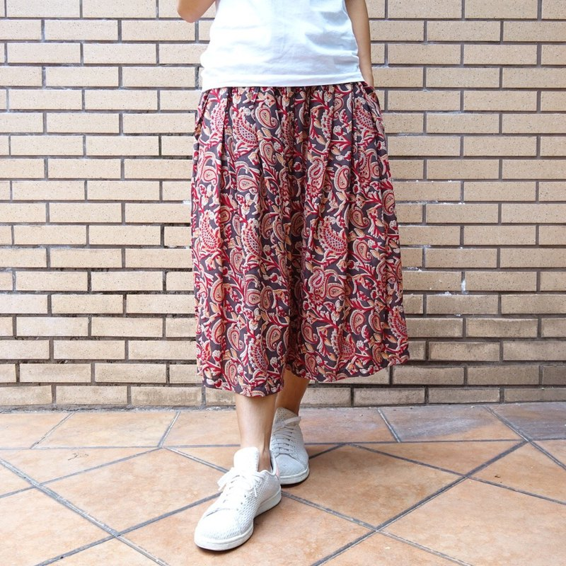 Woman culottes free size black and red paisley print