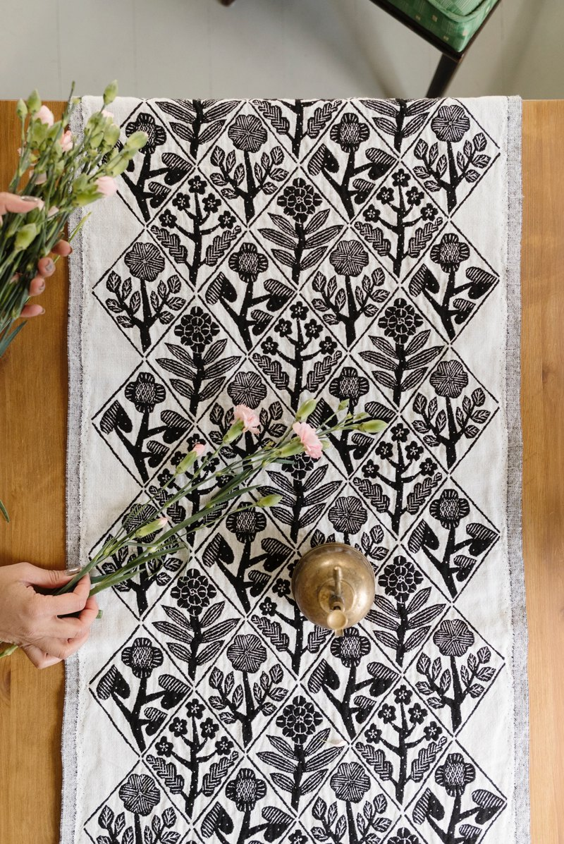 Kagoshima 睦 cooperation bouquet cotton long tablecloth (black)