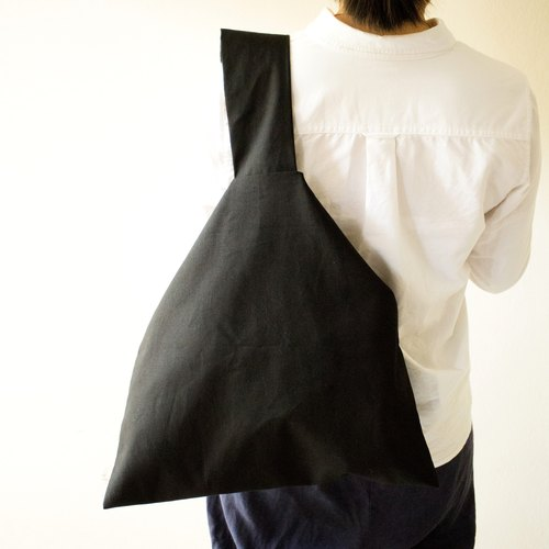 Triangle bag / Japanese style shoulder bag / Black color /トートバッグ