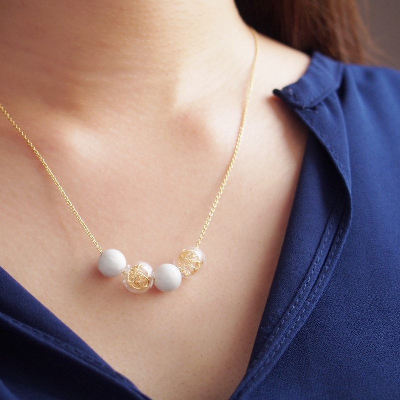 Glass gold thread ball, white turquoise, bubble round beads, gold-plated copper necklace (43cm)