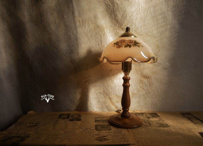 [Old Time OLD-TIME] Early Taiwanese Glass Table Lamp