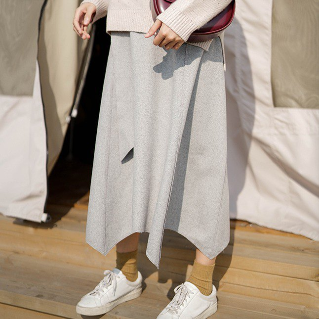 Light gray irregular petals over the knee half-length skirt wool material irregular petal hem skirt