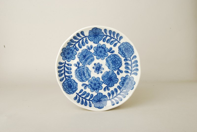 [Japan SHINA CASA] Japanese made April flower pattern small disc / pottery tray / snack tray 16.5cm