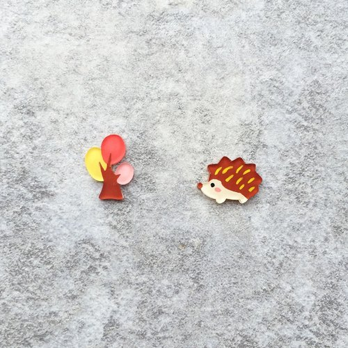 ✦Pista hill hand painted earrings ✦ animal - tree + hedgehog